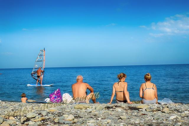 Анапа пляж яхт-клуба первая половина августа отдыхающие, море
